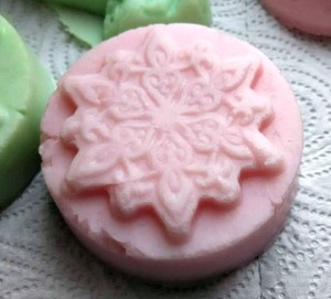 How to Formulate a Solid Shampoo – It's all in my hands